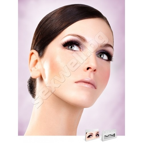 BLACK DELUXE EYELASHES 673